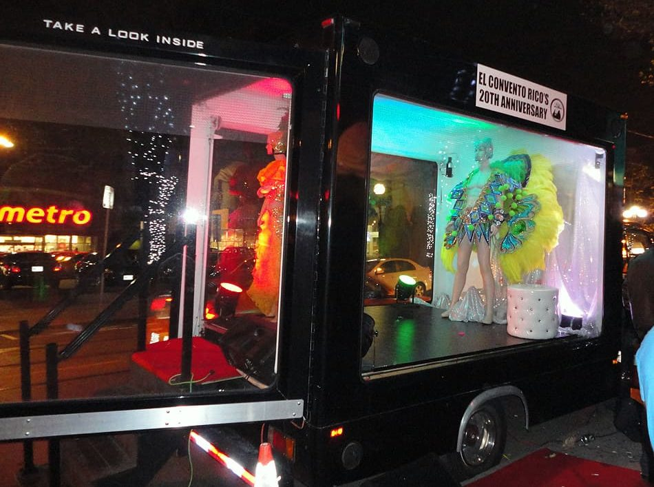 Glass Display Truck: El Convento