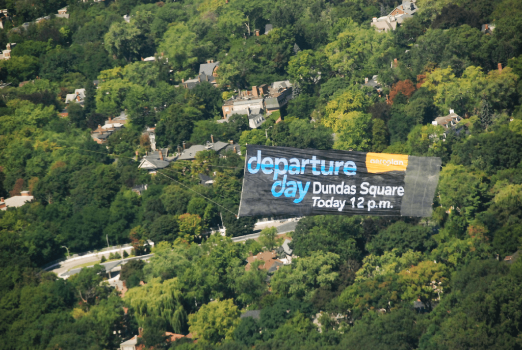 edit-Aerial_Sky_Signs_-_Aeroplan_1